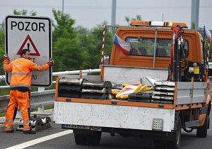 Dálnice D1 u Mirošovic se o víkendu zcela uzavře. Doprava zatíží objízdné trasy