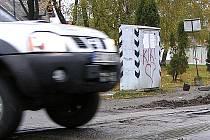 Letitý katastrofální stav přejezdu na křižovatce ulic Čerčanská a Pražská bude brzy minulostí