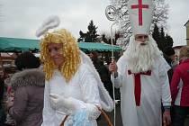 Dva nezbední čerti, přemilí anděl a důstojný Mikuláš zahájili advent také pod Blaníkem.
