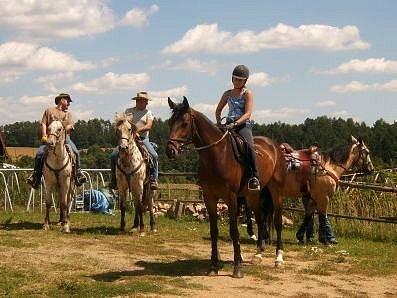 Tábory se konají v příjemném prostředí farmy, v nádherné přírodě kraje pod Blaníkem. Nebudou chybět prvky dobrodružství, sportovních aktivit a jízda na koni