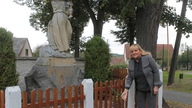U příležitosti oslav sedmdesátého výročí ukončení druhé světové války nechala obec u pomníku Padlým vystavit pomníček obětem Židů, kteří žili v Souticích a byli deportovaní do různých koncentračních táborů, a okolo obnovit plůtek.
