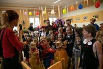 Z dětského karnevalu v sále Obecního úřadu ve Zvěstově.