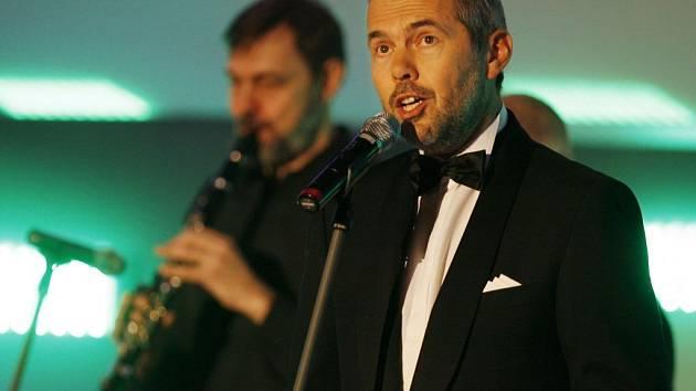 MUZIKANTI. Ebeni (Marek v popředí) zahráli při slavnostním udělování cen Českého lva.