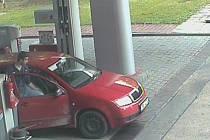 Auto, s kterým zloději ujeli.