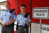 Kontaktní stanoviště policie u vstupu do Táborských kasáren.