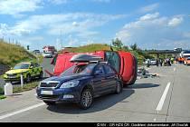 Srážka tří aut u Modletic.