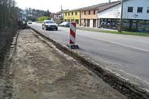 Budování stezky z Týnce do Bukovan. Trasa bude součástí cyklostezky do Benešova.