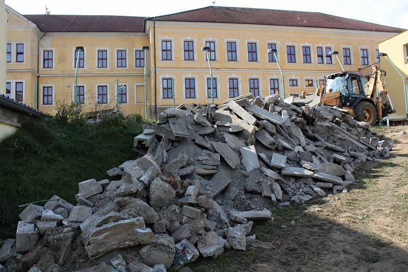 Rekonstrukce hřiště u Základní školy ve Voticích.