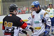 Kapitán hokejbalistů Vlašimi Martin Čičatka nedovedl tým k obhajobě ve Světovém poháru, a tak si chce spravit chuť v extralize.