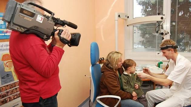 V Nemocnici Rudolfa a Stefanie Česká televize na oddělení ORL natáčela další pokračování pořadu Televizní klub neslyšících