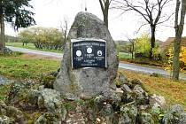 Jeden z opravených památníků na území obce Heřmaničky.
