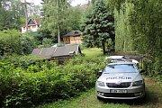 Proč shořela chata v Prosečnici na Benešovsku, zjišťují nyní policisté.