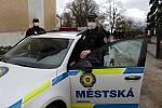 Hlídka městské policie při monitorování situace u Mateřské školy Na Karlově v Benešov.