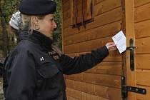 Především v zimním období provádí policisté namátkové kontroly chat, aby tím zamezili jejich vykrádání.
