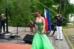 Druhá Vicemiss hasička Středočeského kraje 2015 Tereza Lhotková – finále na pódiu amfiteátru v konopišťském parku v sobotu 23. května.