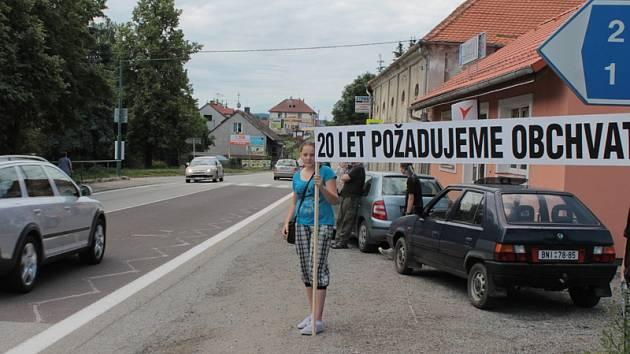 Občanské sdružení Olbramovice zorganizovalo koncem června protestní blokádu silnice I/3 na podporu obchvatu obce.