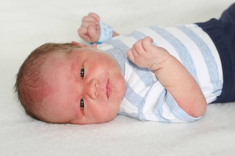 Filip Nesnídal se narodil 15. července 2021 v Příbrami. Vážil 4000g a měřil 51cm. Doma v Čenkově ho přivítali maminka Magdaléna, tatínek Libor a dvouletý Ondra.
