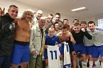 Radost v kabině. Pyšely porazily Votice B 11:1. Pěti góly jim k tomu přispěl Miloslav Krámek.