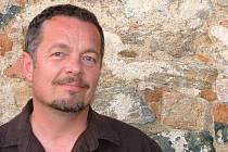 Skladatel, písničkář, producent, kytarista a zpěvák Zdeněk Vřešťál