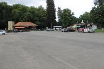Parkoviště v Konopišti.