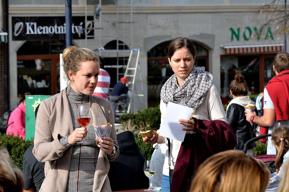 Milovníci vína zaplnili náměstí v Benešově.