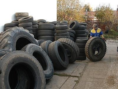 Benešovský pneuservis ContiTrade Services vybírá od všech řidičů pneu zdarma.