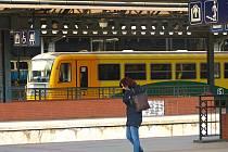 Motorové vlaky od Týnce a Vraného do pátku od 8 do 14 hodin jedou mimo zastávku Kačerov.