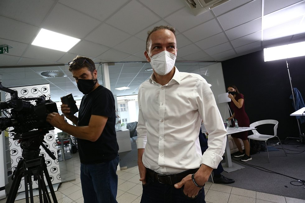Volební štáb České pirátské strany Na Moráni v Praze.
