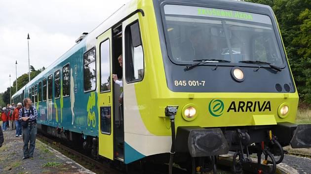 Motorové soupravy Arriva zatím z Prahy do Benešova jezdit nebudou.