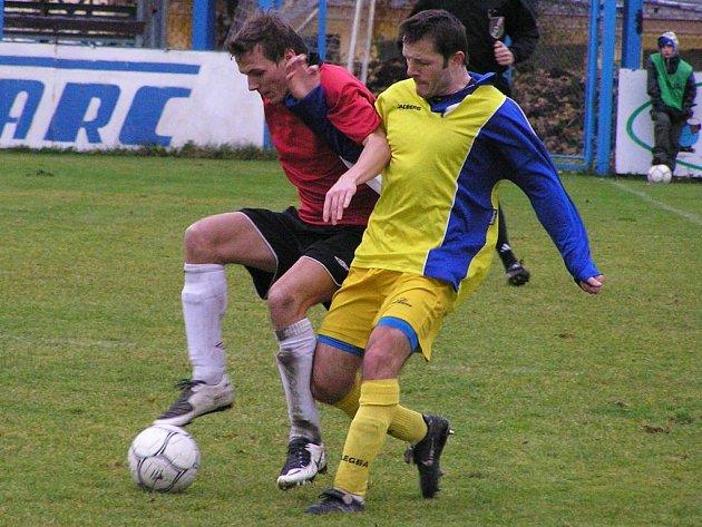 Ondřej Štěpán (vpravo) si v Milevsku zahrál pouhých pětadvacet minut, potom musel vystřídat.