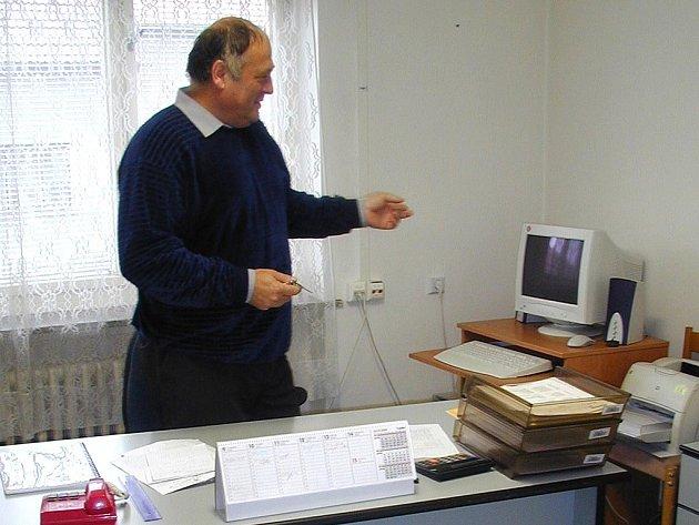 Roman Bláha ve své kanceláři.