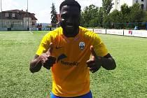 Claude Jean Ondoua Essomba rozhodl třetiligový zápas Benešova na Vyšehradě dvěma góly v závěrech poločasů.