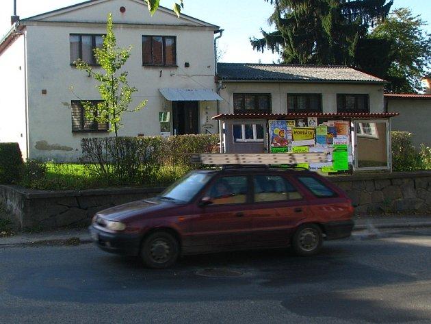 Nízkoprahové centrum by mělo začít činnost od září v objektu vedle kina v Husově ulici.