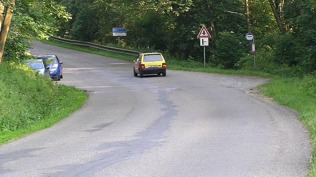 Silnice u odbočky na Racek se do podzimu změní. Přibude na ní vodorovné značení.