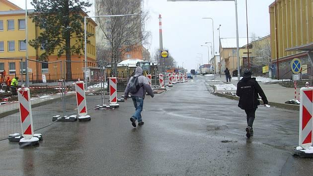 Práce v Zámecké ulici ve Vlašimi.