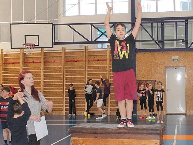Gymnastický víceboj smíšených školních družstev.