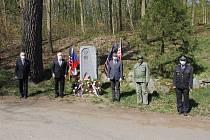 Z pietního setkání u pomníku amerických letců v parku na Konopišti.