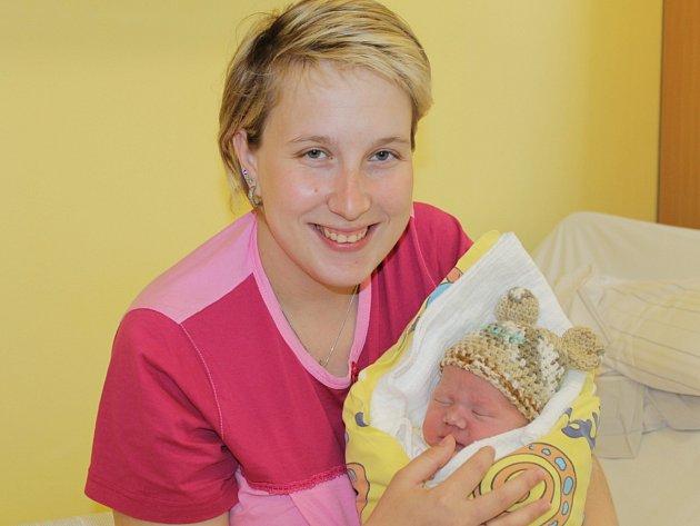 Martina a Libor Klimentovi se stali rodiči malého Mikuláše, který se narodil 3. dubna ve 4.36. Sestřičky v porodnici mu navážily 3,34 kilogramu a naměřily 48 centimetrů.  Doma v Pyšelích má sourozence Elišku (7) a Štěpána (5).