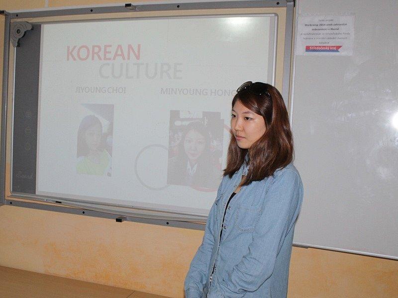 Zahraniční dobrovolníci při návštěvě miličínské základní školy - Minyoung Hong, Jižní Korea.