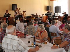 Na dvě stě nadšenců se sešlo v kamberské hospůdce poslechnout si známou, dechovou kapelu z televize.