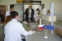 Díky dotačnímu projektu získala benešovská zemědělka nové vybavení školních laboratoří.
