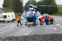 Těžce zraněnou řidičku transportoval vrtulník do pražské nemocnice, řidič Tatry utrpěl lehčí poranění nohy