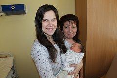 Manželům Lucii a Jaroslavu Neradovým se 10. prosince v 11.45 narodila dcerka Magdaléna. Při narození měla 3 710 gramů a 49 centimetrů. Doma ve Struhařově na ni čeká bratr Adam (3,8). S vnučkou se v porodnici vyfotila i babička Jaroslava Chudlařská.