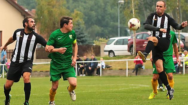 Martinu Pavlíčkovi (v zeleném) z Kondrace se povedl se Struhařovem husarský kousek, vsítil pět gólů.