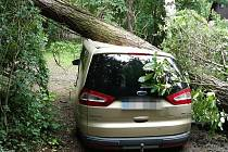 Následky bouřky v noci na čtvrtek 24. června ve Středočeském kraji.