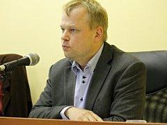 Ustavují zastupitelstvo Týnce nad Sázavou. Starostou se podruhé stal Martin Kadrnožka.