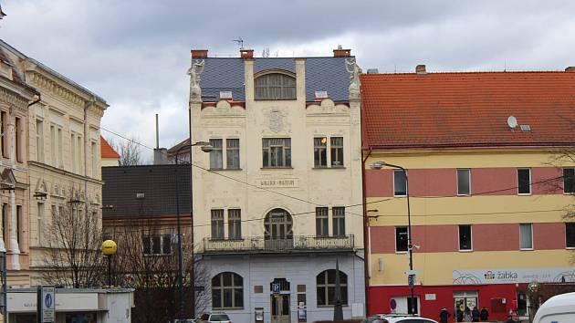 Muzeum umění a designu sídlí v secesní budově na Malém náměstí.