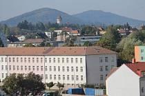 Pražská kasárna v Benešově zatím patří armádě. Získá ji Benešov?