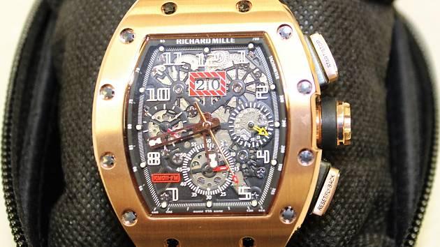 Padělek luxusních švýcarských hodinek Richard Mille.