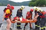 Cvičení vodních záchranářů Českého červeného kříže a hasičů u Nové Rabyně.